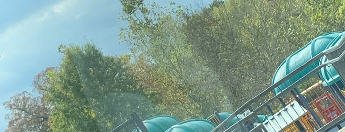 Meadowbrook Playground is one of Robert : понравившиеся места.
