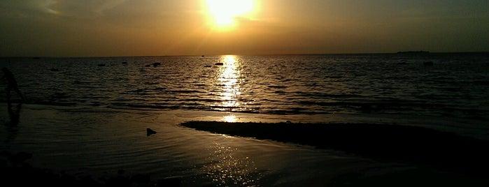Жемчужный пляж is one of Spb.