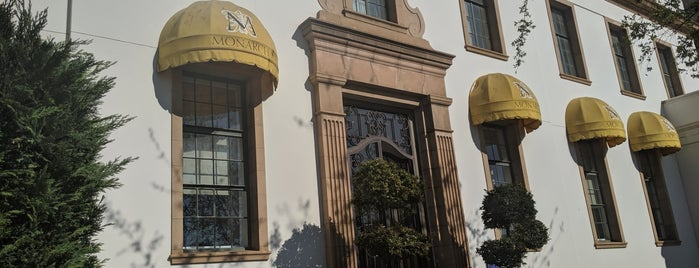 The Monarch Hotel is one of Lugares guardados de Orietta.