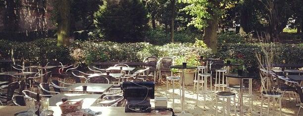 L'Orangerie du Parc d'Egmont / Orangerie van het Egmontpark is one of สถานที่ที่บันทึกไว้ของ Stefania.