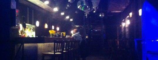 Restaurant a Music club Chameleon is one of Nejlepší studentské party venues.