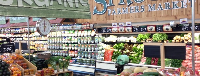 Sprouts Farmers Market is one of Locais curtidos por Heather.