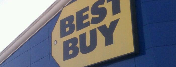 Best Buy is one of Orte, die Trish gefallen.
