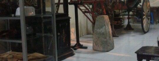 "museum ""mandilaras"" pamekasan is one of Museum In Indonesia."