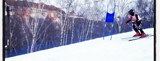 Горнолыжная база Куркино is one of Склоны.