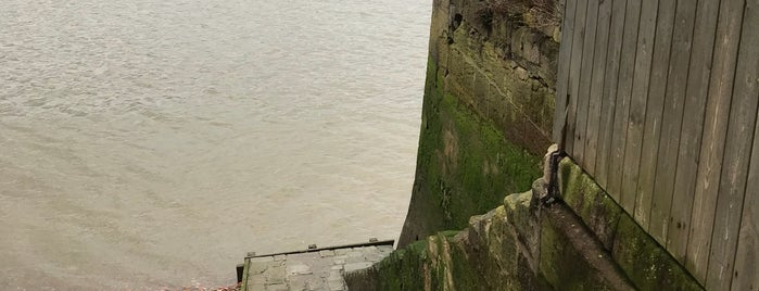 Wapping Old Stairs is one of Top 10 Peaceful Places In London.