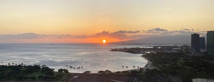 Prince Waikiki is one of สถานที่ที่ Ailie ถูกใจ.