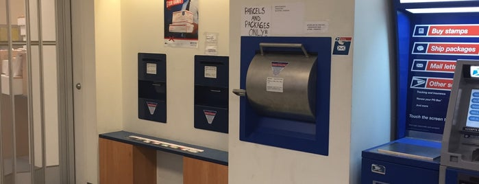 US Post Office is one of Lugares favoritos de Chris.
