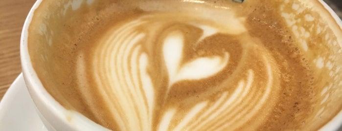 La Colombe Coffee Roasters is one of Tempat yang Disukai Andrew.