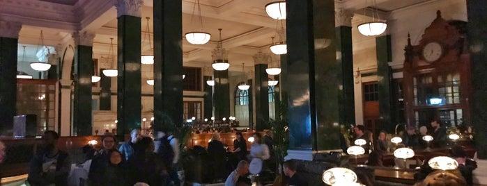 The Nickel Bar is one of Lieux qui ont plu à Jon.