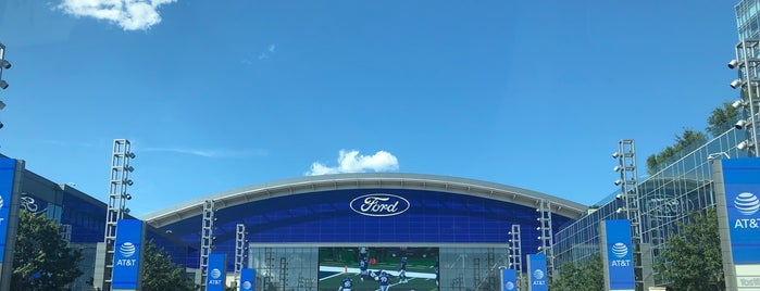 The Star in Frisco is one of สถานที่ที่ Val ถูกใจ.