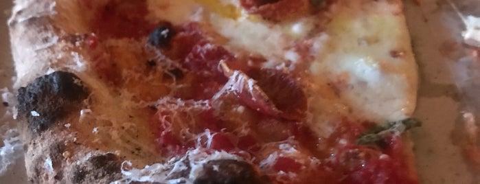 Pizza Moto is one of สถานที่ที่ Erik ถูกใจ.