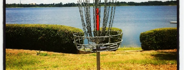 Disc golf At Turkey Lake Park is one of Locais curtidos por Theo.