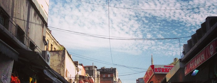 Tarihi Mahmutpaşa Çarşısı is one of Istanbul.