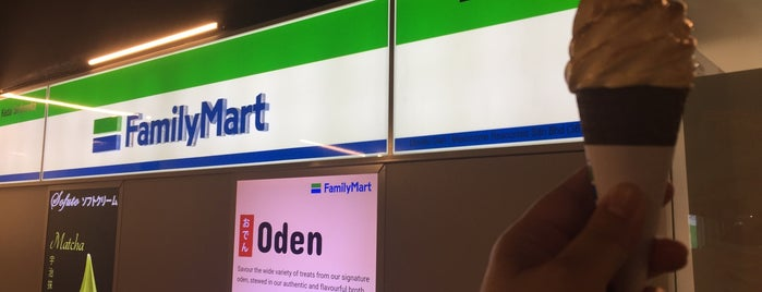 Family Mart is one of Adrianさんのお気に入りスポット.