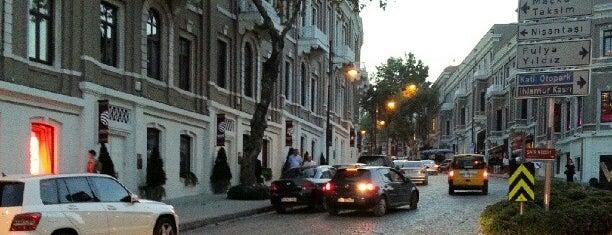 Akaretler is one of İstanbul'un Semtleri.