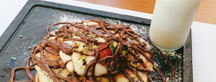 The Crepe Escape is one of Duygu 님이 좋아한 장소.