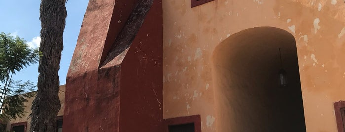 Centro de las Artes de Querétaro - Real Colegio de Santa Rosa de Viterbo is one of Orte, die Bere gefallen.