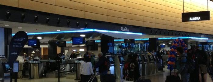 Alaska Airlines Ticket Counter is one of Lugares favoritos de Alberto J S.