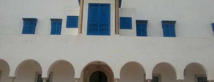 Palais Ennejma Ezzahra (Dar El-Baron d'Erlanger) is one of Lugares favoritos de Lillian.