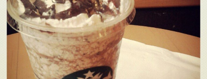 Starbucks is one of Lugares guardados de Shank.