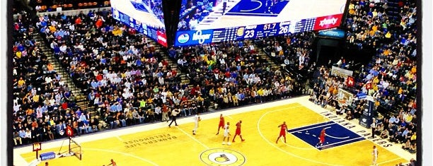 Bankers Life Fieldhouse is one of Locais curtidos por Marco.