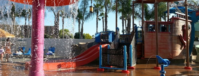 Howard Johnson Anaheim Hotel and Water Playground is one of Los Angeles with JetSetCD.