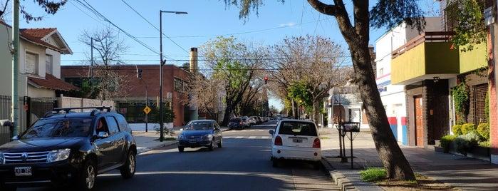 Villa Devoto is one of สถานที่ที่ Ariel ถูกใจ.