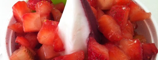 Myberry Frozen Yogurt is one of Tempat yang Disukai Sidney.