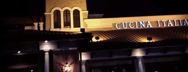 Bravo! Cucina Italiana is one of Lugares favoritos de Bruce.