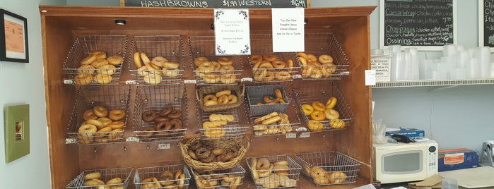 Briar Bagels And More is one of Melissaさんのお気に入りスポット.