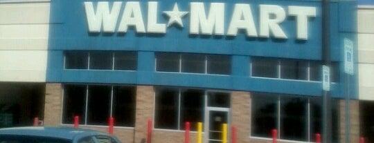 Walmart Supercenter is one of Lieux qui ont plu à Jennifer.