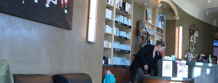 Oasis Salon & Medispa is one of ESTHERさんのお気に入りスポット.