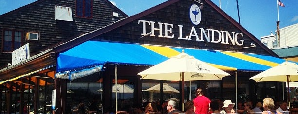 The Landing Restaurant is one of Lugares favoritos de Derek.