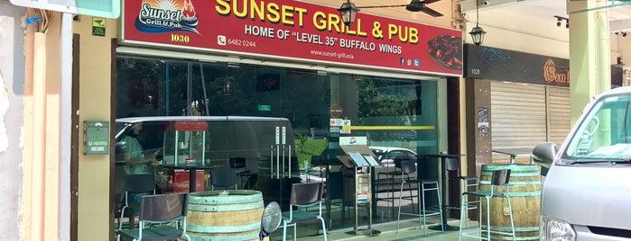 Sunset Grill & Pub is one of MAC'ın Beğendiği Mekanlar.