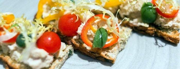 Le Bernardin is one of World's 50 Best Restaurants 2015.