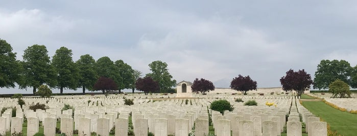 Serre Road Cemetery No 2 is one of Versailles and others.