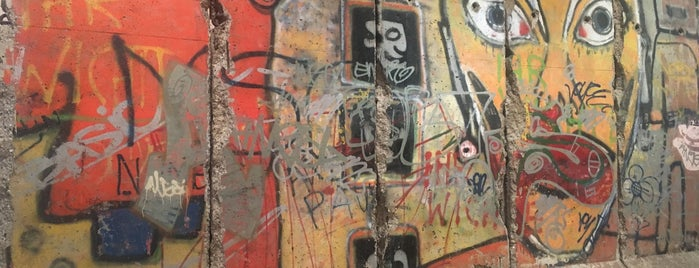 Berlin Wall Remains (520 Madison Lobby) is one of De magie van New York.