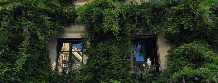 Au Bougnat is one of Paris.