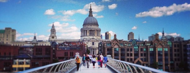 Millennium Bridge is one of Londres.