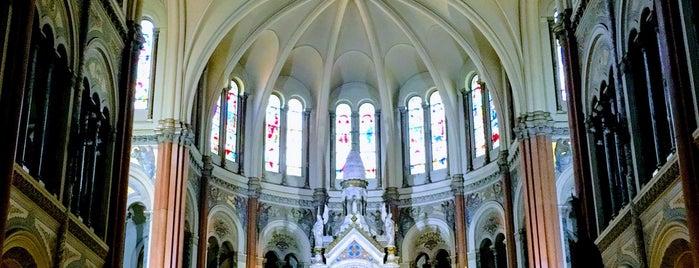 Basílica del Santísimo Sacramento is one of Lugares favoritos de Max.