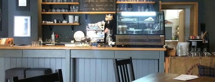 Kavárna Sezóna is one of Kde si pochutnáte na kávě doubleshot?.