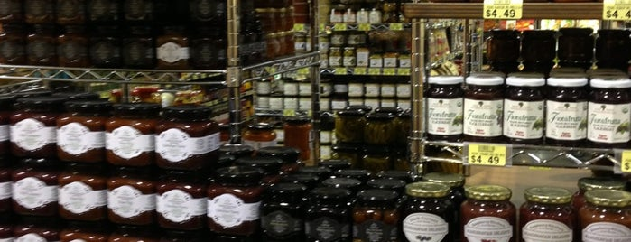 Phoenicia Specialty Foods is one of Lugares favoritos de Mirinha★.