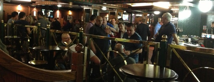 London Pub is one of Tempat yang Disukai Sol.