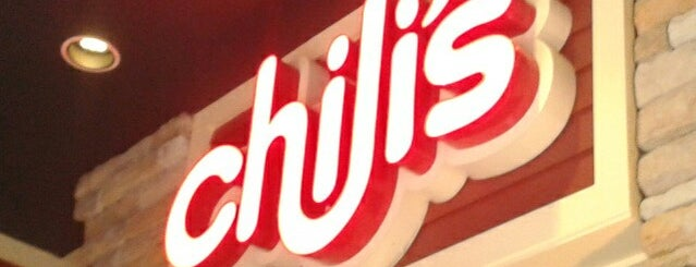 Chili's Grill & Bar is one of Tempat yang Disukai Gabo.