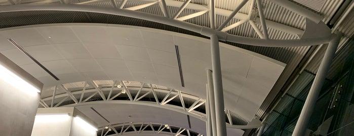 American Airlines Flagship Lounge is one of สถานที่ที่ Brandon ถูกใจ.