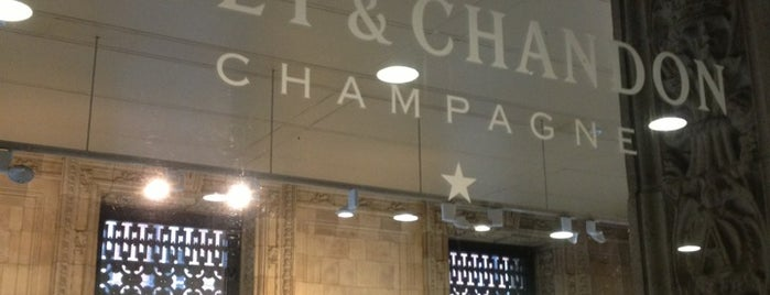 Moët & Chandon Champagne Bar is one of Posti che sono piaciuti a Gabriel.