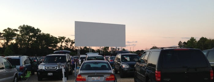 Cascade Drive-In is one of Chicago hangouts.