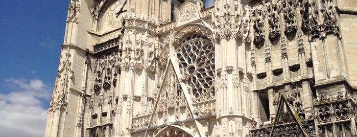 Cathédrale Saint-Pierre-et-Saint-Paul is one of Bienvenue en France !.
