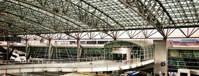 Aeropuerto Internacional de Portland (PDX) is one of Portlandia.
